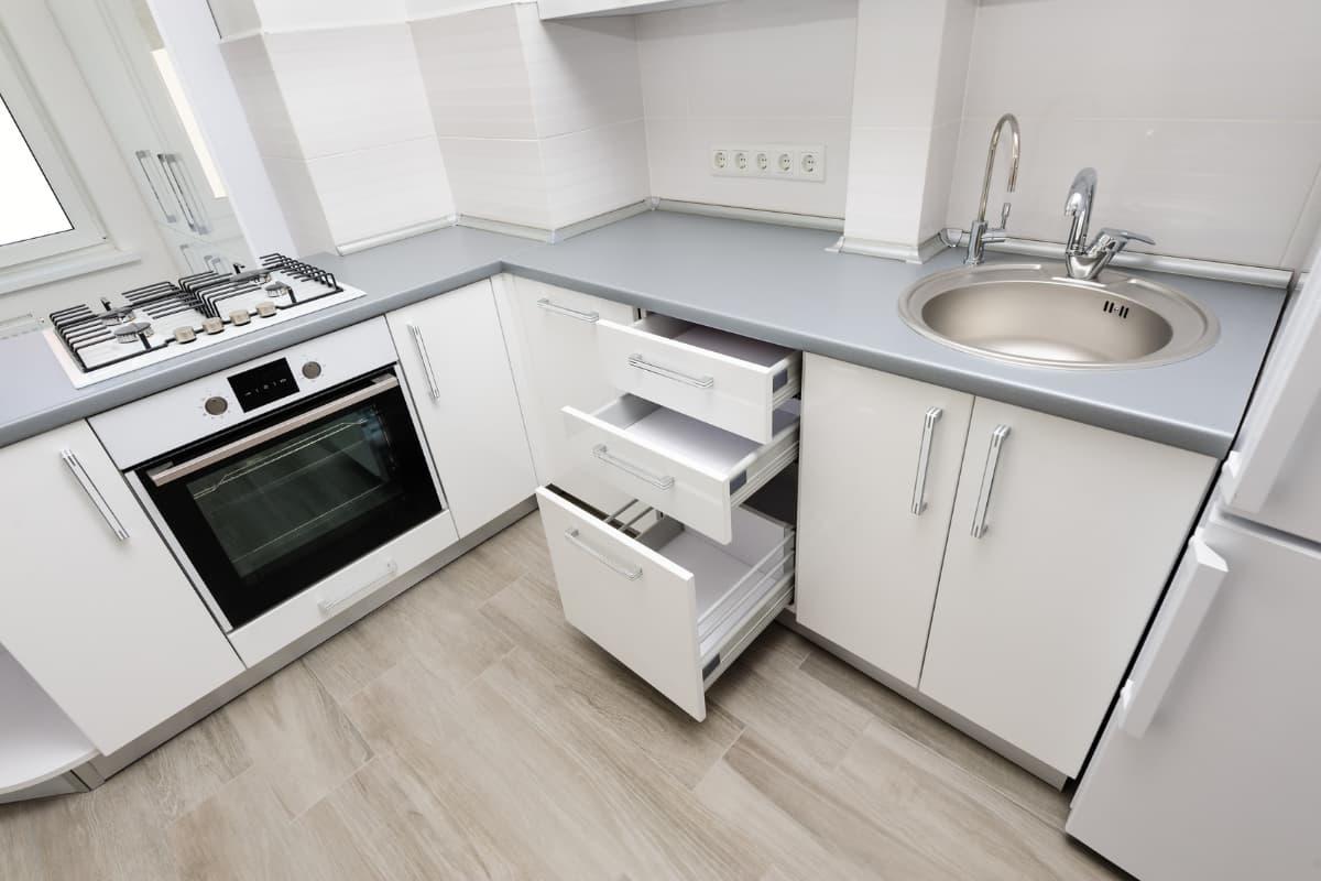Kako okrečiti malu kuhinju da izgleda veće
